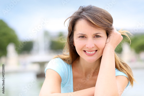 Portrait of beautiful woman sitting in park
