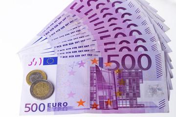 auf 500 eurostapel liegt 1 euro und 2 euro