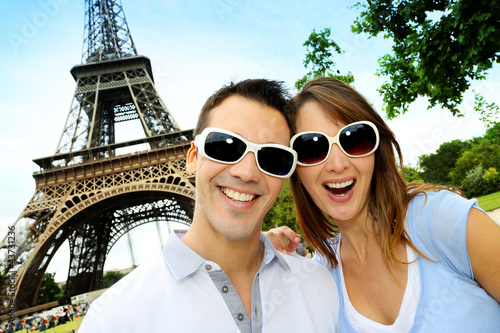 Funny couple in front of the Eiffel tower
