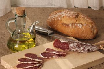 aceite de oliva, pan, embutido rusticos