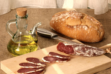 pan, fuet y aceite oliva rusticos