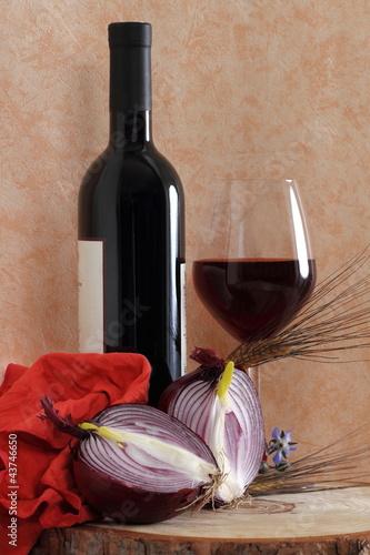 Vino rosso con cipolla rossa e grano