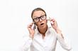 gestresste Frau beim telefonieren 2