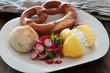 Brotzeit mit Kartoffeln und Kräuterquark