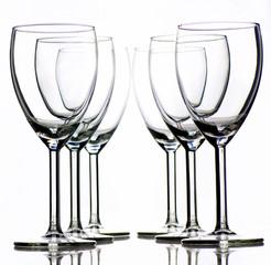 aufgereihte Weingläser