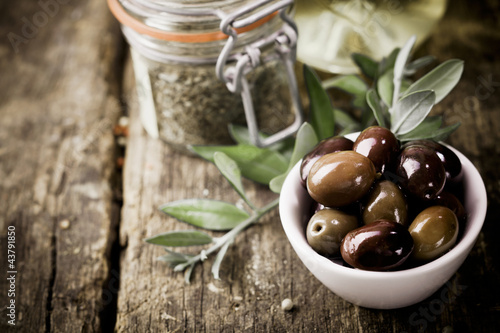 Fresh black olives and herbs - 43791850