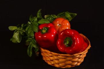 morrones,albahaca y tomate