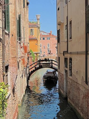 Leinwanddruck Bild Kanal in Venedig