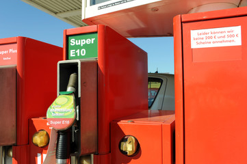 Tankstelle, Super, E10, Ethanol, Bioethanol, Benzin, Zapfpistole