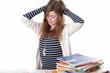 Mädchen Brünett  bei Hausaufgaben Haare raufen