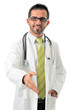 Junger Arzt reicht die Hand zum Gruß