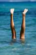Handstand im Meer