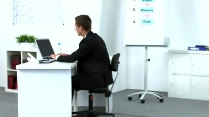 Freundliche Büroangestellte