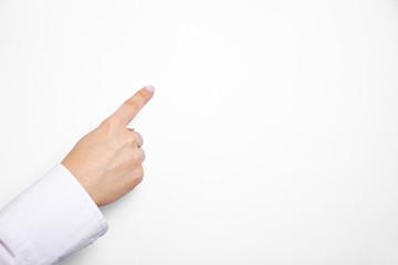 Finger auf leerem Flipchart