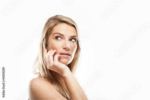 Elegante selbstbewusste Frau