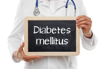 Arzt mit Tafel Diabetes Mellitus