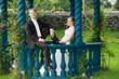 brautpaar in einem pavillon