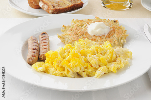 Link Sausage with scrambled eggs