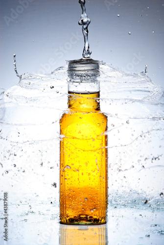 plusk-wody-ze-szkla