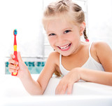 Little girl brushing teeth - 43910448