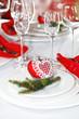 Weihnachtlich gedeckte Festtagstafel