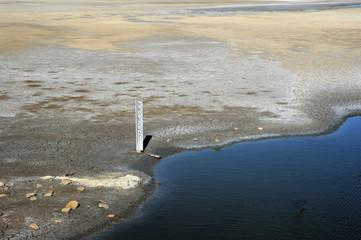 Misura livello d'acqua nelle camargue francesi