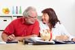 Seniorenpaar bei Finanzplanung