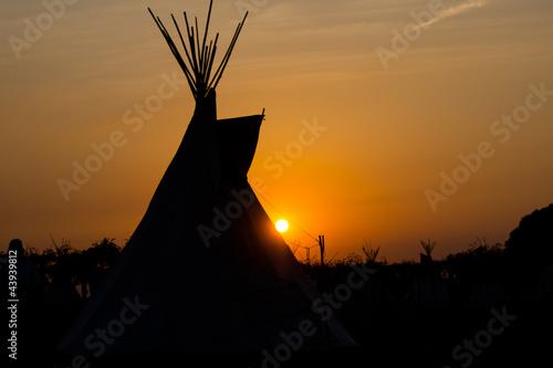 Fotobehang Indiërs Tipi zum Sonnenuntergang 2