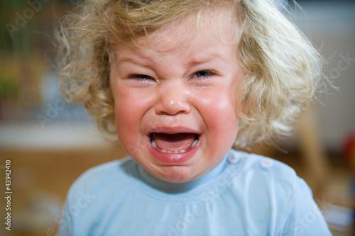 Leinwanddruck Bild little child is crying