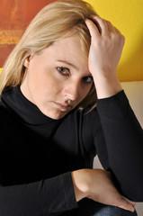Junge Frau mit Depressionen