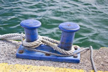 Bita y nudos marineros