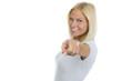 Hübsche blonde Frau zeigt mit Zeigefinger