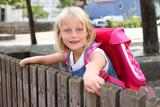 Fototapety Schulmädchen mit Rucksack