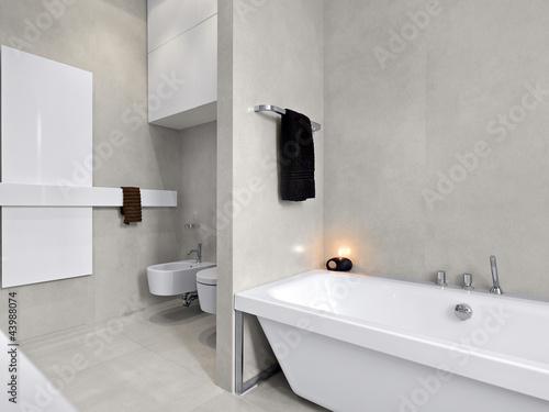 Bagno Moderno Con Vasca Da Bagno : Bagno moderno con vasca da bagno buy photos ap images detailview