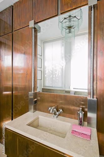 Bagno classico con boiserie in rame e lavabo di marmo - Lavabo bagno marmo prezzi ...