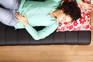 Auf dem Sofa schlafen