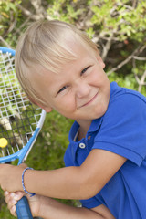 small boy with tenis raket