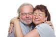 Zwei Senioren beim Kuscheln