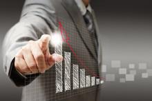 Ręka biznesmen dotyk wirtualny wykres, wykres, schemat