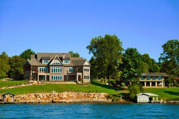 amerikanische Villa am See