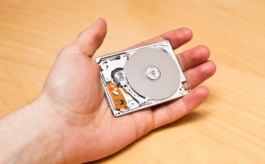 """Kleine mobile 1,8"""" Festplatte in einer Hand"""