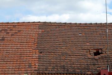 Alte marode Ziegeldächer