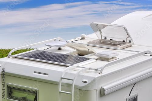 Camper, pannello solare, antenna TV ed oblò - 44064861
