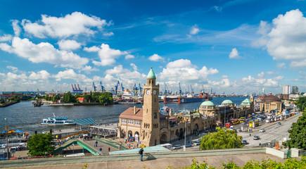 Hamburger Hafen im Sommer
