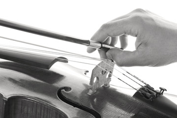 Hand that pulls the bow on the strings of a violin
