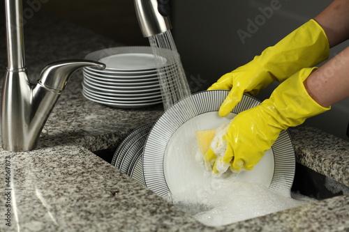 Washing a plates