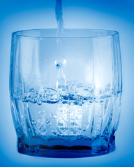Bicchiere con acqua fresca