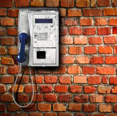 telefono al muro