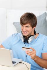 mann kauft musik im internet