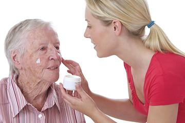 Aide à domicile - Soinsdu visage,